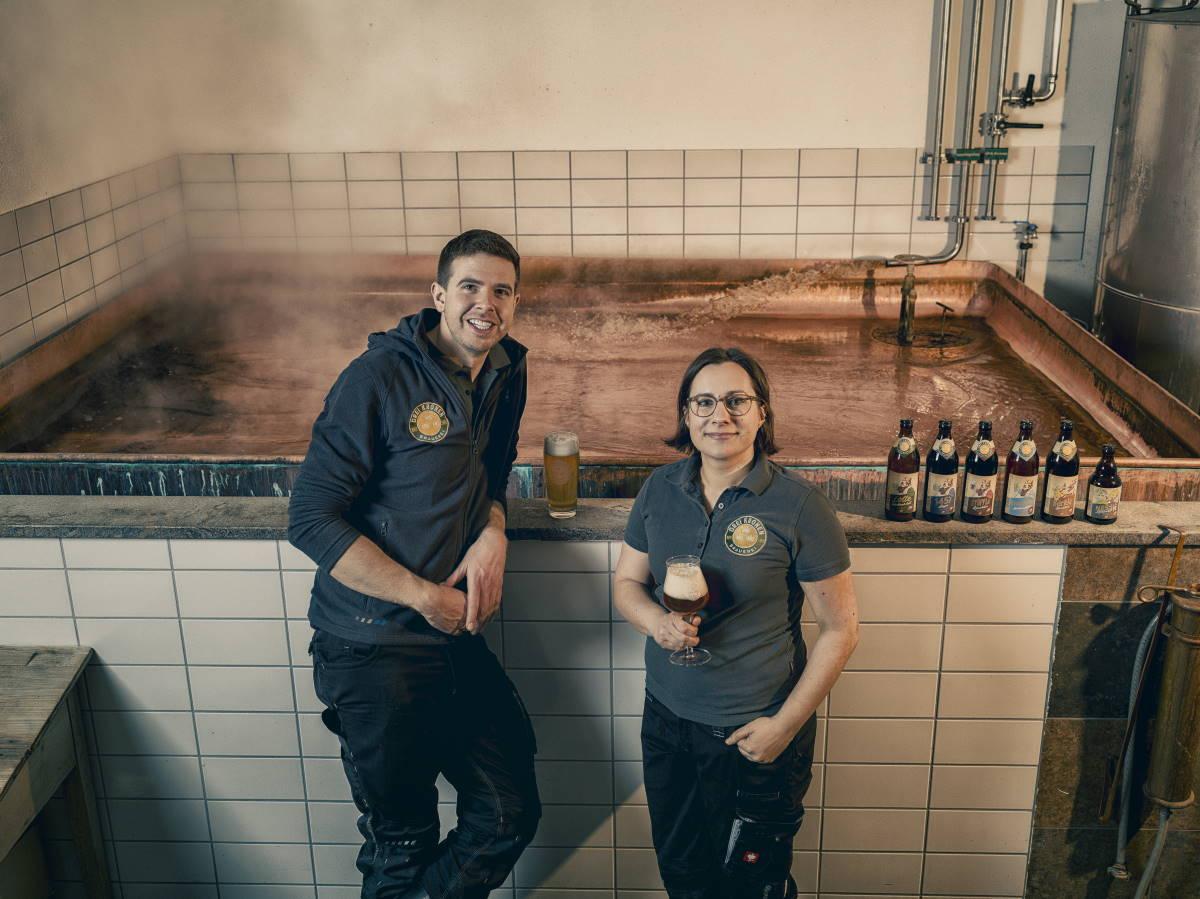 Fränkisches Bier online bestellen - Braumeister Isabella & Markus Mereien in der Brauerei