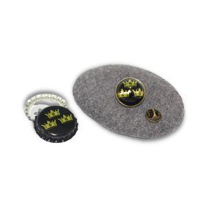 Anstecker - Pin für Kleidung, Taschen und Hüte geprägt mit dem Logo der Brauerei Drei Kronen